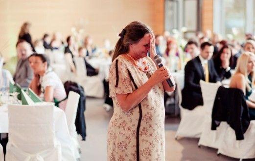 Слезы мамы невесты на свадьбе