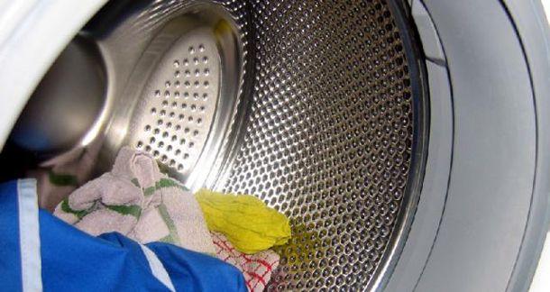 Барабан стиральной машины с бельем