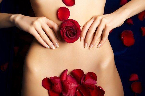розы на теле девушки