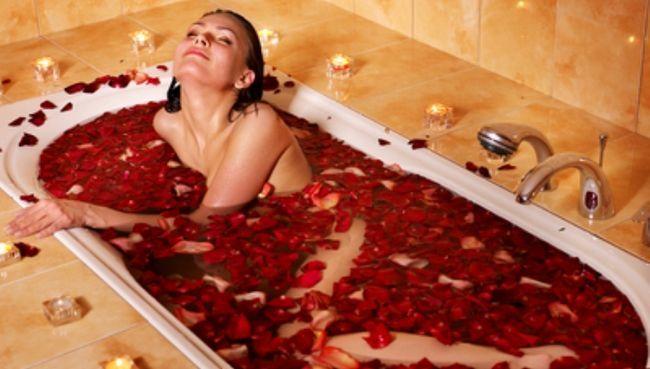 ванна с лепестками