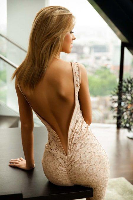 Вечернее платье с открытой спиной телесное