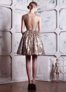 Короткое вечернее платье с открытой спиной