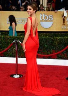 Красное вечернее платье с красной дорожки
