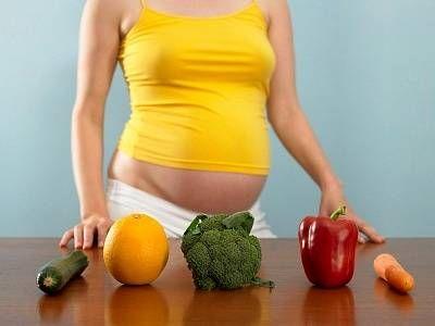 мама выбирает овощи