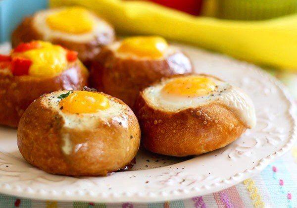 Вкусный завтрак за 5 минут. Яйцо в булочке с ветчиной