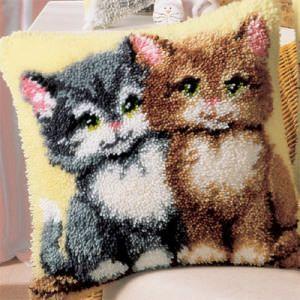 Мягкая подушка с котятами вышитая в ковровой технике
